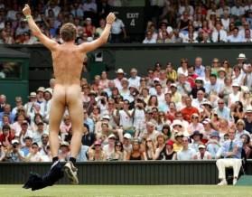"""Фото: голые швейцарцы празднуют победу Вавринки на Australian Open, написав его имя на своих """"пятых точках"""""""