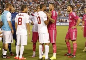 """Сейду Кейта отказался от рукопожатия с Пепе перед матчем """"Реал"""" - """"Рома"""", а затем бросил в него бутылку с водой (видео)"""
